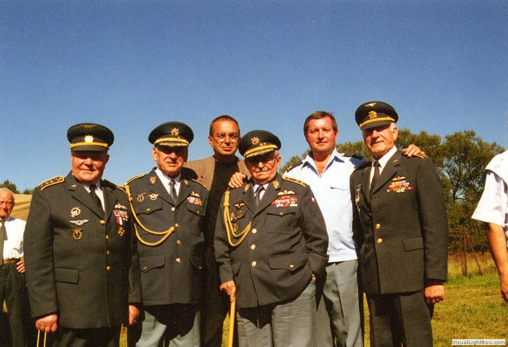 Plukovník Milan Malý (první zleva)