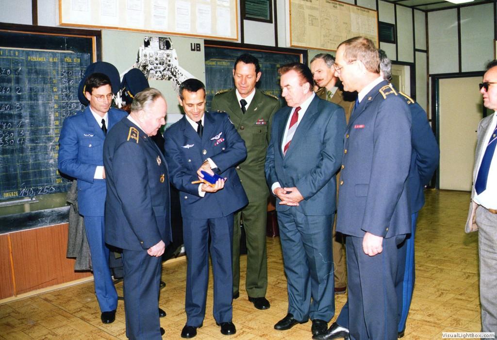 Plukovník Milan Malý (druhý zleva)