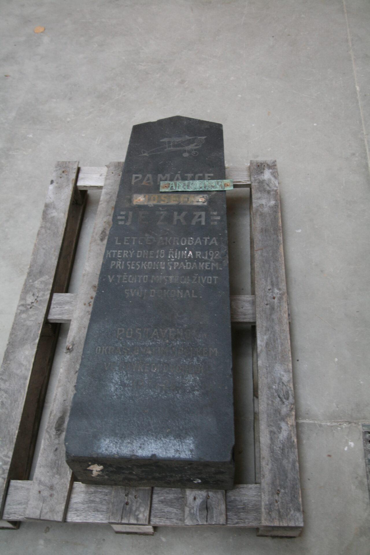Původní torzo pomníku