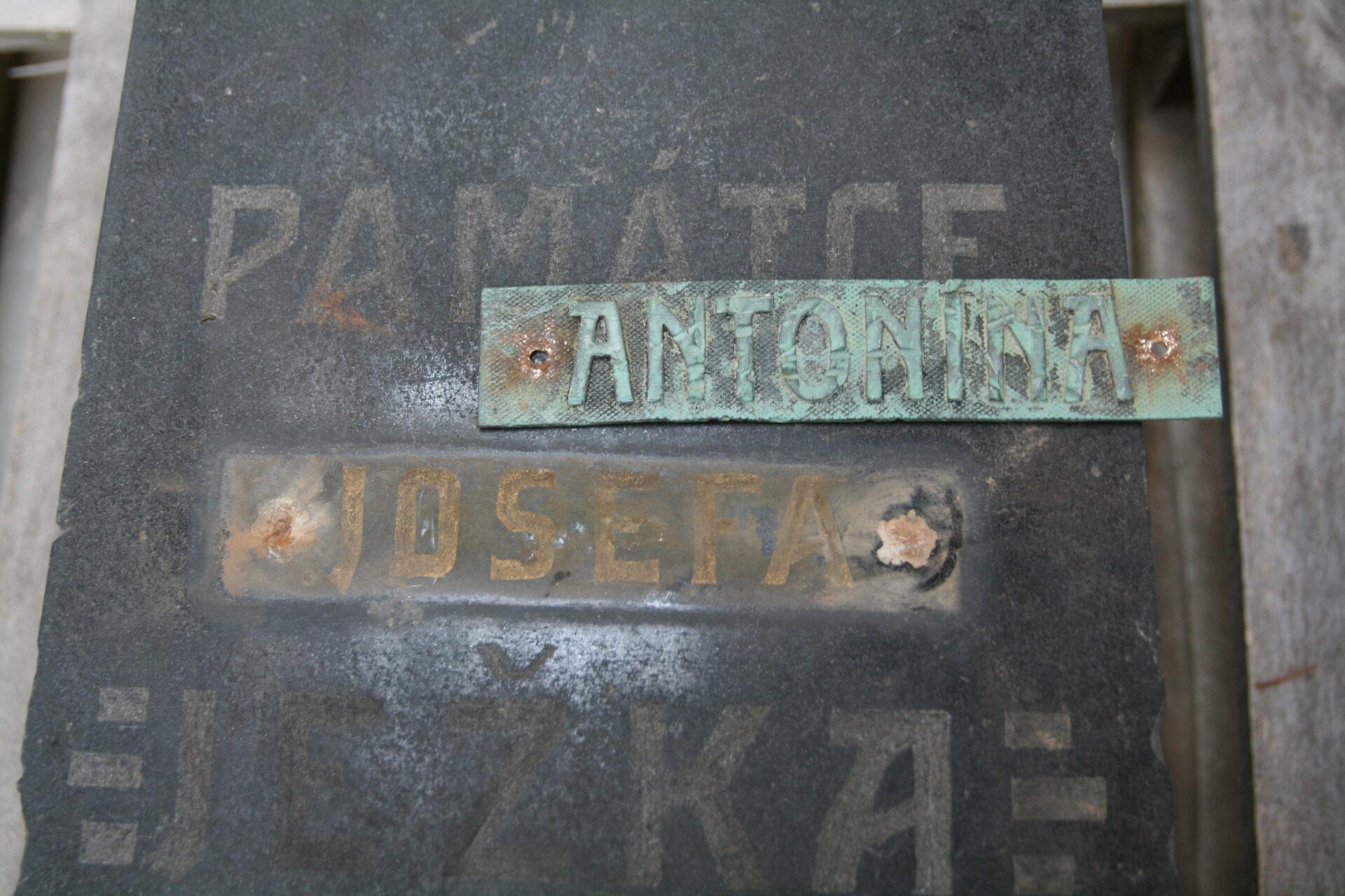 Chyba ve jméně na pomnníku